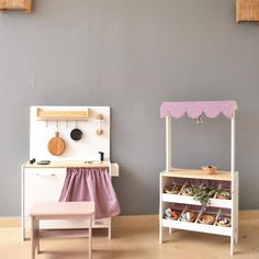 How You Can Find The Toys That Will Be Loved. Kids Market, Play Market, Kids Shop Play, Wooden Play Shop, Montessori Toddler Rooms, Wooden Toy Kitchen, Kids Play Kitchen, Market Stalls, Toy Rooms
