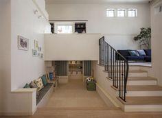 壁で仕切らず、床の高さを変えることで立体的に空間を分ける「スキップフロア」は、開放感が高く、家族の気配を感じやすい間取りです。今回はスキップフロアの魅力と2つのモデルプランをご紹介します。