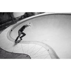 jeremycannon:  Myselfie skating @artofoto 's pool.