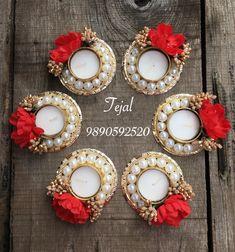 Diya Decoration Ideas, Diwali Decoration Items, Diwali Decorations At Home, Diwali Diya, Diwali Craft, Diwali Gifts, Indian Festivals, Festival Lights, Flowers In Hair
