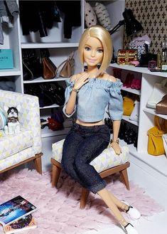 Crochet Barbie Clothes, Doll Clothes Barbie, Dress Up Dolls, Barbie Dress, Barbie Life, Barbie World, American Girl Doll Sets, Barbie Fashionista Dolls, Barbie Model