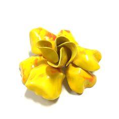 Vintage Retro MOD 60's Yellow Orange Enamel Layered  Flower Brooch Pin  Dellagraces Vintage Jewerly #enamelflowers