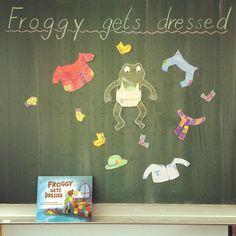"""Zum Thema """"clothes"""" lese ich im Englischunterricht liebend gerne die Geschichte von Froggy vor. Die Schüler dürfen an der Tafel einen großen oder ihren eigenen Frosch an- und ausziehen. Außerdem machen sie so gerne die Anziehgeräusche mit. Habt Ihr noch mehr Ideen? #primarperlen #grundschule #grundschulideen #englischunterricht #englischindergrundschule #storytelling #froggygetsdressed"""