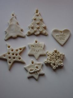 Making figures : 1 cup of water / 1 cup salt / 3 cups white flour / 1 tea-spoon oil Christmas Favors, Christmas Time, Christmas Crafts, Christmas Decorations, Xmas, Homemade Clay, Diy Clay, Fun Crafts For Kids, Diy For Kids