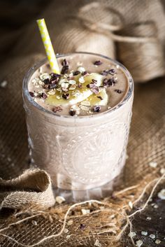 Ontbijtsmoothie met banaan en pindakaas Clean Recipes, Healthy Recipes, Healthy Breakfast Smoothies, Great Desserts, Frappe, Smoothie Diet, Overnight Oats, Acai Bowl, Alcoholic Drinks