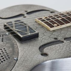 JAMES TRUSSART STEELRESO ANTIQUE SILVER SNAKESKIN + ETUI - GUITARES ÉLECTRIQUES - CUSTOM SHOP | Woodbrass.com