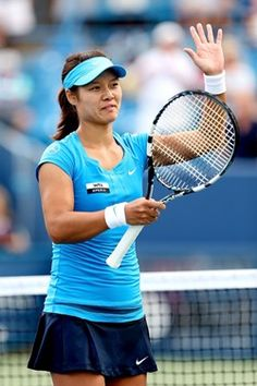 MASON, OH - AUGUST 19:  Li Na of China celebrates her win over Angelique Kerber of Germany during the final of the Western & Southern Open at the Lindner Family Tennis Center on August 19, 2012 in Mason, Ohio.  (Photo by Matthew Stockman/Getty Images)