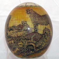 Наименование: Декоративное страусиное яйцо Производитель: Haus & Design Страна: Германия Артикул: TA1 Материал: Страусиное яйцо, роспись, лак Размеры: Высота: 16 см.