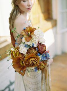 Striking modern floral design set amongst the Belgian countryside via Magnolia Rouge Bouquet Bride, Ranunculus Wedding Bouquet, Floral Bouquets, Wedding Bouquets, White Ranunculus, Boutonnieres, Floral Wedding, Wedding Flowers, Wedding Stuff