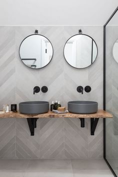 Beautiful master bathroom decor tips. Modern Farmhouse, Rustic Modern, Classic, light and airy bathroom design some suggestions. Bathroom makeover a couple of tips and master bathroom remodel recommendations. Bathroom Goals, Bathroom Layout, Modern Bathroom Design, Bathroom Interior Design, Bathroom Ideas, Bathroom Organization, Bathroom Storage, Tile Layout, Bath Ideas
