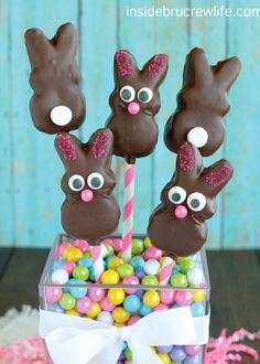 Kids and adults of all ages won't be able to resist these fun holiday treats at your family's Easter dinner! Making these only requires 3 simple steps, so this is a great opportunity to bring your kids into the kitchen.