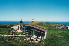 Eco home in California - reminds me of one I saw on Grand Designs a few years back. I'd love to live here!
