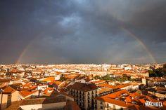 El arco íris brila sobre Salamanca Visita a Salamanca ciudad Patrimonio de la Humanidad. Castilla y León España Paris Skyline, Dolores Park, Paradise, Travel, Bella, Rainbows, Step By Step, Cities, Viajes