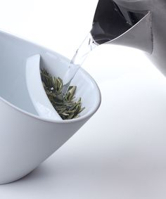 Tipping Teacup - Pinch tea in the shelf and fill the cup with hot water. Steep to your desired flavor strength, then tip the cup to remove the tea leaves from the water. Functional, intriguing and relaxation-inducing smart tea cups.