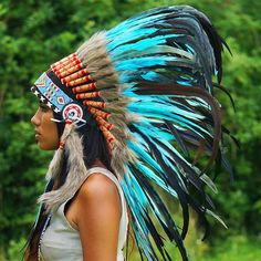 Turn heads whenever you´re wearing this turquoise native American chief headdress—simply elegant and stylish! Turquoise Native American Headdress - – Indian Headdress from Novum Crafts Native American Women, Native American Fashion, Native American Indians, Red Indian, Native Indian, Native Art, Feather Headdress, Headpiece, Native American Headdress