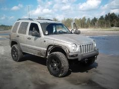 Pics of Liberty wirthout fender flares? - Jeep Liberty Forum - JeepKJ Country