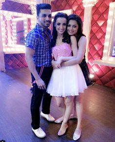 Sanaya Irani with friend Drashti Dhami and Dance Partner on Jhalak 2015 Tv Actors, Actors & Actresses, Arnav And Khushi, Drashti Dhami, Funny Phone Wallpaper, Partner Dance, Sanaya Irani, Saree Dress, South Indian Actress