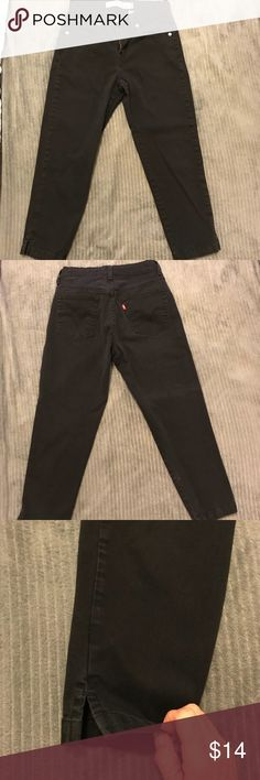 Black Levi's Slim Capri Jeans Black Levi Capris. 98% cotton/2% Spandex....sum and comfy. Not faded, in excellent shape. Fits like a 4. Non smoking home Levi's Pants Ankle & Cropped