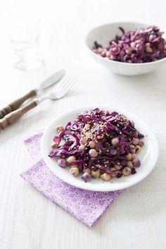 Salade de chou rouge aux pois chiches #purplefood #purple #violet #nourriture #food #foodstylisme #duvioletdansmacuisine #légumes #légumesviolet #salade #chourouge #poischiches Vegan Vegetarian, Vegetarian Recipes, Healthy Recipes, Entree Recipes, Salad Recipes, Purple Food, Healthy Cooking, Summer Recipes, Entrees