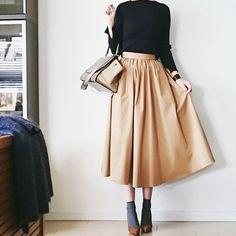 """2,664 Suka, 75 Komentar - @____cream.ice.____ di Instagram: """". 少しずつ軽い素材の服に… したいけどさっっむーーー アウターマストです➰ . トップス #auralee スカート #tomorrowland ソックス #tabio パンプス…"""""""