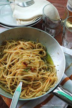 Pane, burro e alici: Linguine con bottarga di tonno, finocchietto selva...