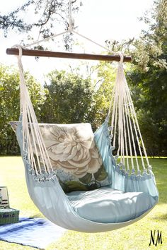 Embrace weekends at home in full leisure with a floral chair swing. Great for adding to any patio or veranda.