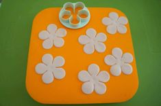 Petal Ruffle Tutorial | PartyAnimalOnline Cake Decorating Techniques, Cake Decorating Tutorials, Decorating Cakes, Cake Decorations, Ruffle Cake Tutorial, Fondant Ruffles, Pretty Wedding Cakes, Icing Tips, Christmas Cupcakes
