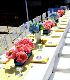 summer wedding theme - such cheerful colors.