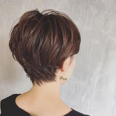 Back view of pixie Short Grey Hair, Short Hair With Layers, Short Hair Cuts For Women, Girl Short Hair, Layered Hair, Haircut For Thick Hair, Cute Hairstyles For Short Hair, Pretty Hairstyles, Shot Hair Styles