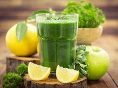 Jugo Verde Detox | Desintoxica tu cuerpo con este nutritivo jugo. Es una de las mejores maneras de depurar las toxinas de tu cuerpo. ¡Tómalo en ayunas!