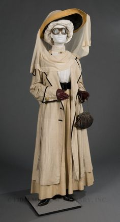 Click thru for more pics and article on Victorian and early 20th century travel dress/info, including a link to ebook written for early women motorists.  Motoring duster  Silk  1910-15