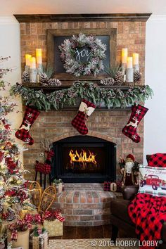 Cozy cabin charm meets traditional holiday by coupling warm and rustic accent pieces with elegant Christmas decor. SAVED BY WENDY SIMMONS & 50+ Absolutely fabulous Christmas mantel decorating ideas ...