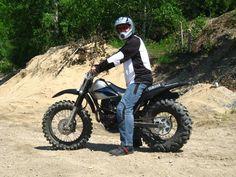 Yamaha TW200, with a Duro Power Grip 26x8x14 ATV Tyre, I think?