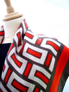 In love with vibrant geometric prints for fashion, decor or simply luscious living? Then check out our beautiful photo gallery of lovely prints and fabrics. Nautical Looks, Vintage Nautical, 1930s Fashion, Color Patterns, Dress Making, Black And White, Pretty, Inspiration, Touch