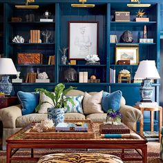 See How This Gorgeous Atlanta Home Stays In This Family library wall…chairs Pierre Frey's Toile de See How This Gorgeous Atlanta Hantes/pair ginger jar lamps Southern Living, Southern Style, Pierre Frey, Chinoiserie Chic, Atlanta Homes, Family Room Design, Design Blog, Design Ideas, Cozy Living Rooms