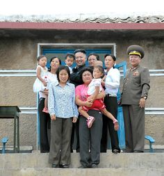 This family was selected for a photo opportunity with North Korean leader Kim Jong-un. I think they're terrified North Korea Facts, Life In North Korea, South Korea, Kim Jong Un Memes, Kim Meme, Best Funny Pictures, Funny Photos, Awkward Photos, Foto Fails