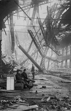 Civilians inside a bombed out railroad station in Valenciennes, France 1915 Nagasaki, Hiroshima, World History, World War Ii, Ww2 History, Old Pictures, Old Photos, Valenciennes France, War Photography