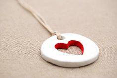 LOVE heart clay gift tag round von Themouseandmedesigns auf Etsy