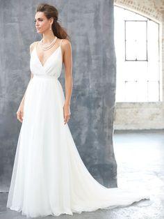 Chic Chiffon V-Neck Destination Wedding Dress