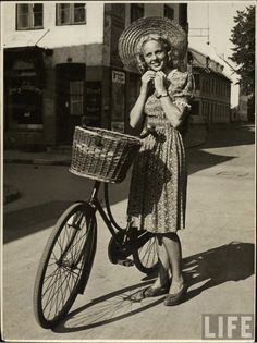 vintage everyday: 30 Interesting Vintage Photographs of Women Posing With Their Bicycles