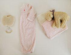 Nachthemd Baby, Apfel-Spieluhr, gehäkeltes Schaf