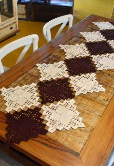 Crochet Table Runner Pattern, Free Crochet Doily Patterns, Diy Crafts Love, Farm Crafts, Lace Doilies, Crochet Doilies, Crochet Home Decor, Crochet Freetress, Crochet Gifts