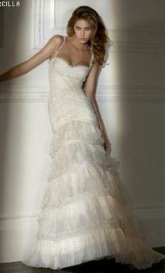 Used Pronovias Wedding Dress 37932, Size 4