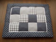 Op maat gemaakt boxkleed van Femmies. Design is aan te passen naar u eigen smaak. Baby Fabric, Fabulous Fabrics, Muffin, Baby Shower, Blanket, Sewing, Projects, Diy, Handmade