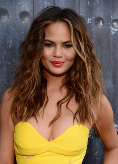 We're looking forward to recreating Chrissy Teigen's bronze bombshell look for our next summer party // #celebritybeauty