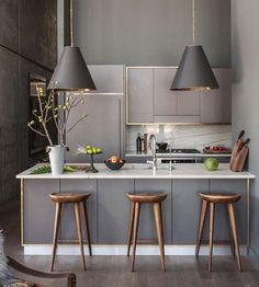 Mutfaklarda hijyen ve konforu sağlayan ahşap parkeler en çok tercih edilen zemin döşemesidir.