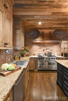 Rustic Kitchen Design, Country Kitchen, New Kitchen, Kitchen Decor, Kitchen Ideas, Log Home Kitchens, Open Kitchens, Home Remodeling, House Renovations