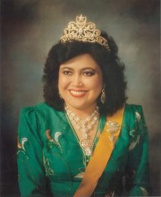 Queen Saleha of Brunei. #RoyalTiara of Brunei 1: Diamond Moon and star tiara