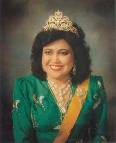 Queen Saleha of Brunei. #RoyalTiara of Brunei 1: Diamond Moon and star tiara