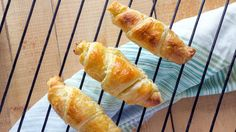 Ideal for breakfast and so easy to make at home! Try the recipe for croissants to accompany your cuppa or coffee! Gluten Free Pastry, Gluten Free Diet, Gluten Free Recipes, Bagels, Croissant Sans Gluten, Menu Sans Gluten, Coffee Mix, Snacks, High Tea